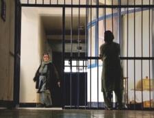 "Femeile afgane, aruncate in puscarie din cauza ""crimelor morale"" - raport HRW"