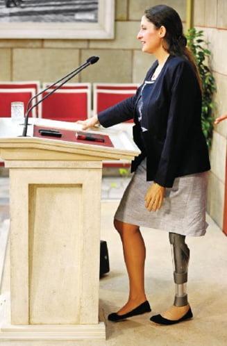 Femeile pot renunta la fusta in Parlamentul Turciei