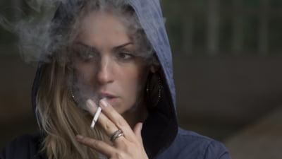 Femeile renunță mai greu la fumat decât bărbații. Motivele care le împiedică STUDIU