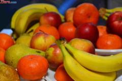 Femeile si persoanele cu studii superioare consuma mai multe fructe - studiu
