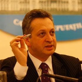 Fenechiu, revoltat de amanarea realizarii autostrazii Comarnic-Brasov