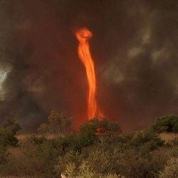 Fenomen apocaliptic: Coloana de foc din cer pana la Pamant (Video, Galerie foto)