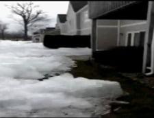 Fenomen straniu: gheata care vine peste case (Galerie foto)
