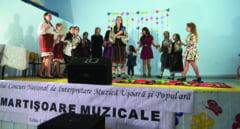 """Festivalul """"Martisoare muzicale"""": Doua fete din Balusesti au dominat competitia"""