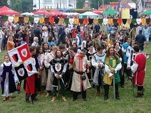 Festivalul de la Sighisoara a adunat 30.000 de amatori de arta medievala