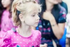Fetita care ar vrea sa auda: Maria are nevoie de 19.000 de euro pentru implant cohlear!
