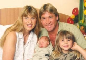 """Fiica lui Steve Irwin a nascut o fetita pe care a botezat-o in onoarea regretatului """"vanator de crocodili"""""""