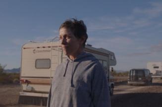 """Filmul """"Nomadland"""", regizat de Chloe Zhao, marele castigator cu patru trofee la Gala premiilor BAFTA"""