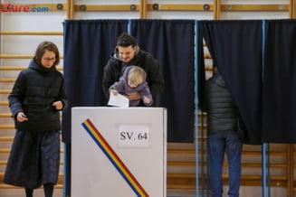 Filmul celui de-al doilea tur al alegerilor prezidentiale - Ziua votului in cifre, declaratii si imagini