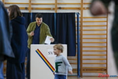 Filmul primului tur al alegerilor prezidentiale - Ziua votului in cifre, declaratii si imagini