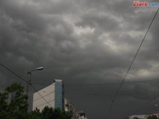 Filmul zilei ciclonului in Romania: Trei oameni au murit si toata Capitala s-a blocat