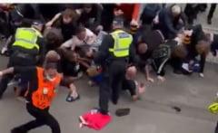 Finala Euro 2020 a inceput cu incidente in jurul stadionului Wembley. Fanii au fortat intrarea in arena VIDEO