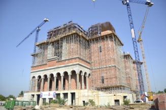 Firea, acuzata ca da bani pentru Catedrala Neamului ca sa-si asigure sprijinul Bisericii pentru alegerile din toamna