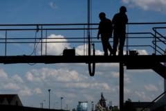 Firma care facea lucrari la podul care s-a prabusit peste muncitori in Gorj, amendata pentru munca la negru