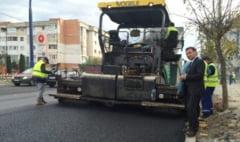 Firma unuia din denuntatorii primarului Stavarache a castigat contractul de asfaltare a mai multor strazi din Bacau