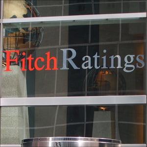Fitch reduce ratingurile a cinci banci elene, prezente si in Romania