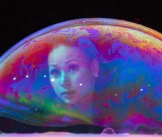 Fizicienii sustin o teorie neobisnuita: Omenirea traieste in universuri multiple (Video)