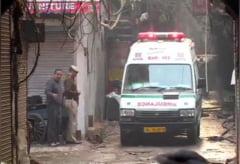 Flacarile au mistuit o fabrica din capitala Indiei. Cel putin 43 de oameni au murit (Video)