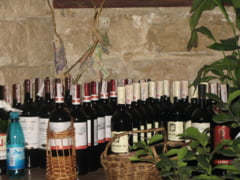 Flashmob in fata Ambasadei R.Moldova: Sa ciocnim un pahar de vin produs dincolo de Prut!