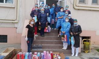 Flori si daruri dulci pentru cadrele medicale din Targoviste si Pucioasa, implicate in lupta cu COVID-19