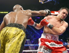 Floyd Mayweather a revenit in ring cu o victorie (Video)