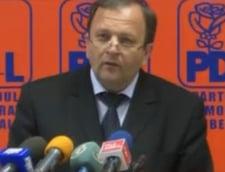Flutur acuza PSD si PNL de hartuirea Guvernului Boc (Video)