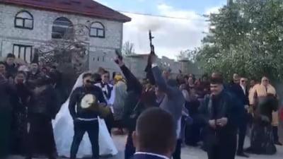 Focuri de armă pe ritmuri de manele la o nuntă. Imaginile au devenit virale. Poliția a intrat pe fir VIDEO