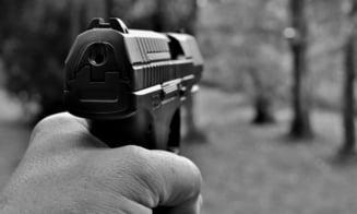 Focuri de arma in curtea unei firme din Ilfov. Un angajat nemultumit a vrut sa se razbune pe sefi