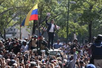 Focuri de arma la Caracas: Guaido incearca sa preia puterea, insa armata i-a ramas fidela lui Maduro