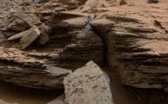 Forme de relief de pe Marte, sculptate de dioxid de carbon, nu de apa - studiu