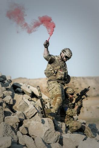 Fortele proturce au izolat orasul kurd unde se afla trupele americane si exista un risc ridicat de conflict. SUA suspecteaza Turcia de crime de razboi