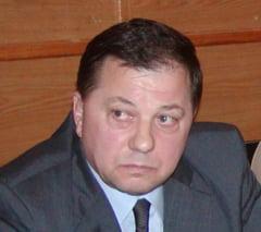 Fost judecator trimis in judecata in dosarul Voicu vrea in Parlament impreuna cu sotia