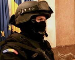 Fost ofiter SPP, angajat la Romania TV, arestat preventiv pentru pornografie infantila