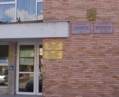 Fosta casiera a Casei de Ajutor Reciproc-CFR sucursala Teius, trimisa in judecata pentru neglijenta in serviciu si fals in inscrisuri