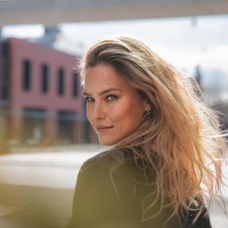 Fosta iubita a lui Leonardo Di Caprio, un top-model israelian, condamnata la munca in folosul comunitatii pentru frauda fiscala