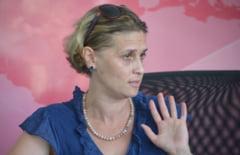 "Fosta nevasta a directorului APIA-Iasi acuza: ""Sotul meu avea o valiza cu euro si dolari in sifonier"""