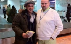 Fostul mare fotbalist Roberto Baggio cu o pusca mitraliera in aeroportul din Timisoara