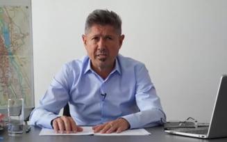 Fostul premier Adrian Nastase, surprins placut ca Sergiu Sechelariu, unul dintre martorii care si-au intors declaratia in dosarul Zambaccian, candideaza la Primaria Bacau