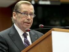 Fostul presedinte ceh Vaclav Havel debuteaza ca regizor