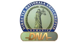 Fostul primar al Municipiului Focsani si un fost sef de la Serviciul Fondului Locativ, trimisi in judecata de procurorii DNA