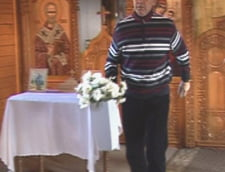 Fostul primar din Baia Mare face curat in biserica penitenciarului