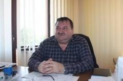 Fostul primar din Malu Mare si alti patru inculpati retinuti intr-un dosar de abuz in serviciu