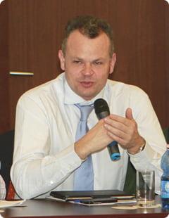 Fostul sef al aeroporturilor Otopeni si Baneasa, limbaj obscen pe un act oficial