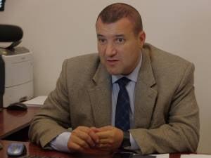 """Fostul sef de la Inmatriculari Suceava, retinut in ancheta """"fabricii de permise"""". Alti functionari care au ajuns in arest"""