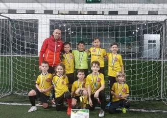 Fotbal/ Copii: Unu, doi, trei, Bubu!
