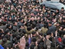 """Fotografia zilei: Dictatorul din Coreea de Nord, """"adorat"""" de popor"""