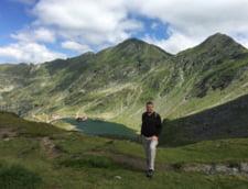 Fotografia zilei: Klaus Iohannis, din nou pe munte - a parcurs un traseu de creasta in Parang