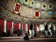 Fotografia zilei: Rugaciune in moscheea lui Osama bin Laden
