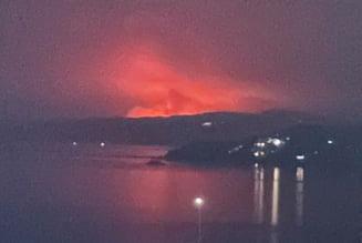 """Fotografie de coșmar realizată pe una dintre cele mai populare insule din Grecia: """"Vedere a incendiului de pe continent"""""""