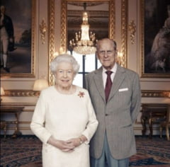 Fotografie document: Regina Marii Britanii si printul Philip sarbatoresc 70 de ani de casnicie